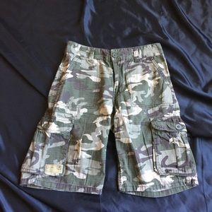 Like new boys Levi's camouflage cargo shorts sz 12